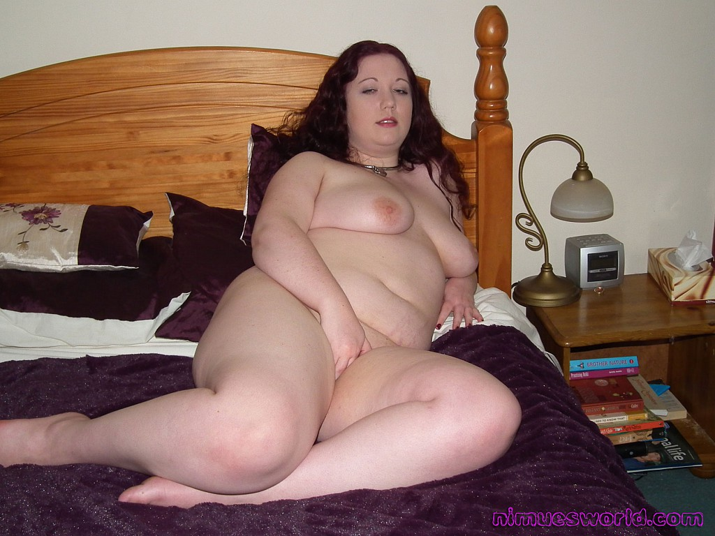 Bedroom in Bbw masturbates her